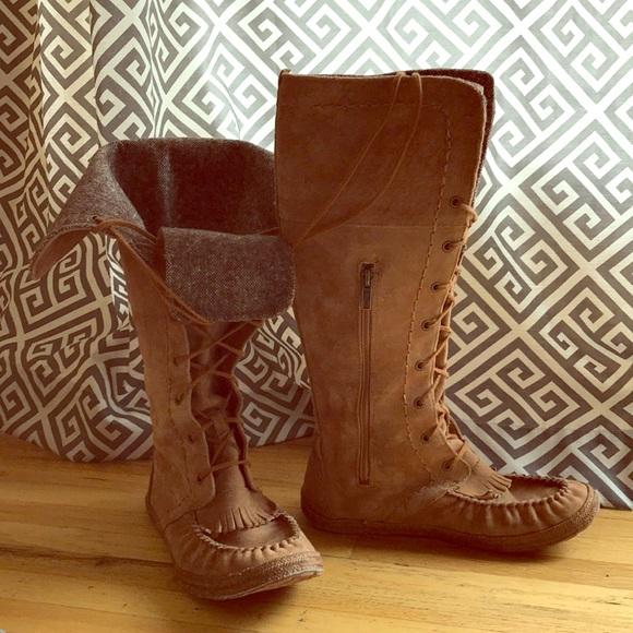 894fbf6f5ee UGG Moccasin Boots